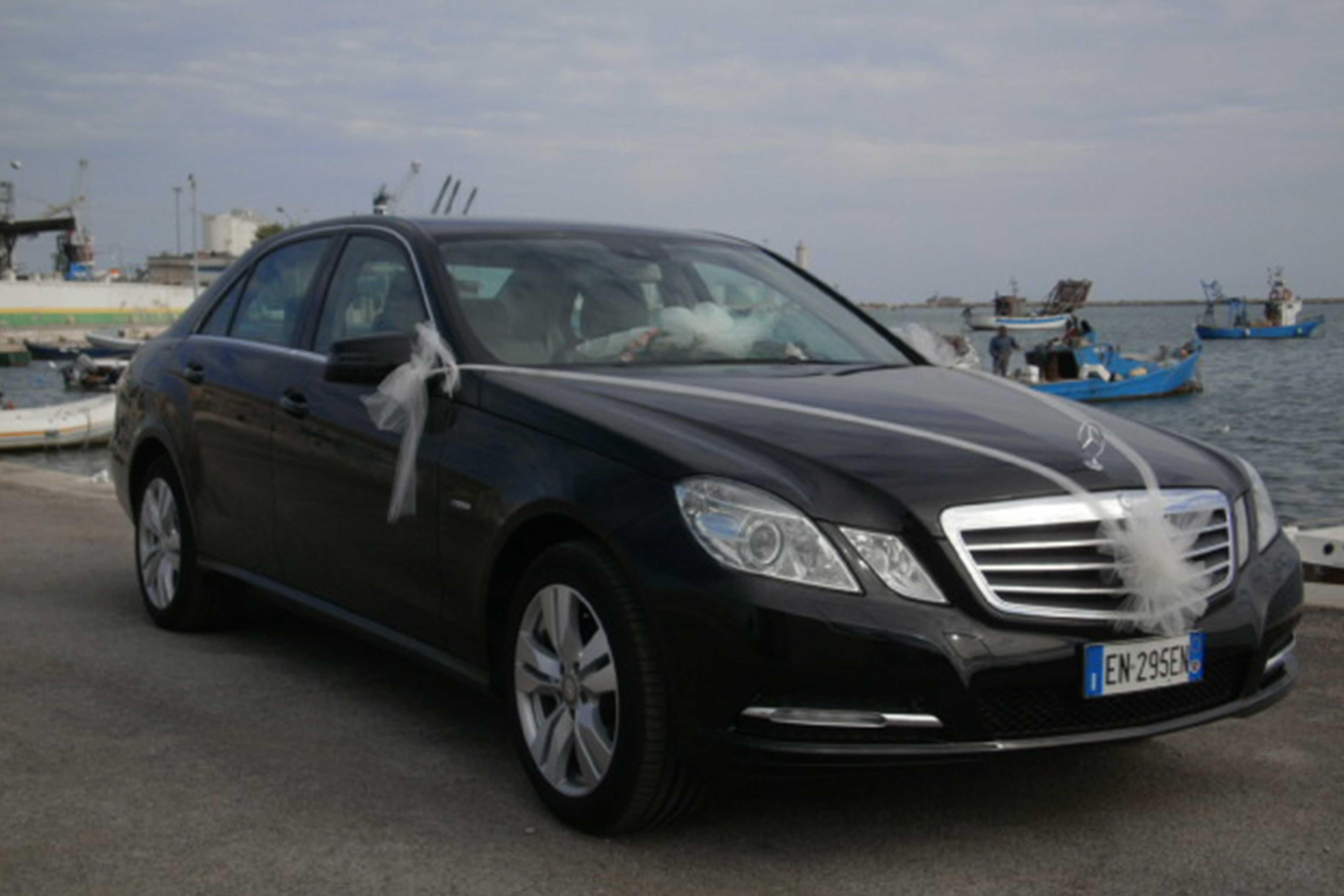 Mercedes e 220 per noleggio cerimonie